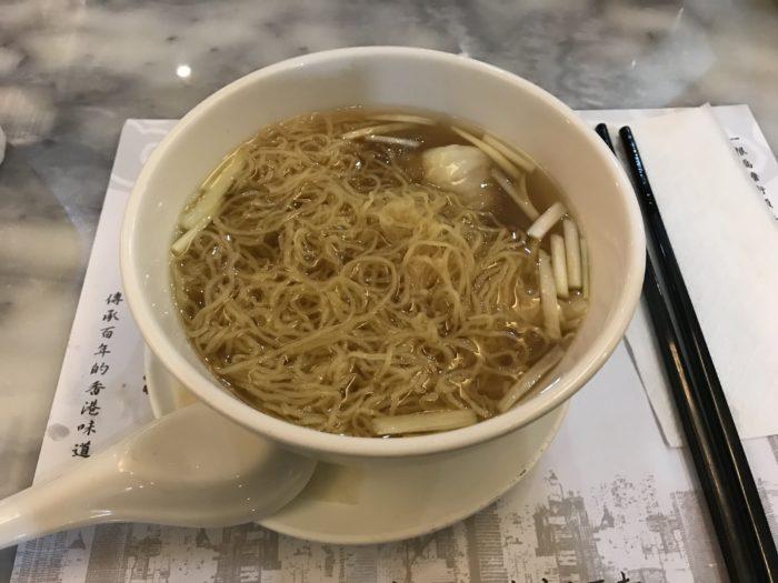 香港の海老雲呑麺