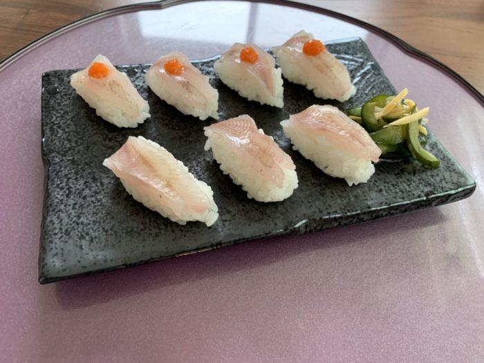 握り終わったガシラのお寿司