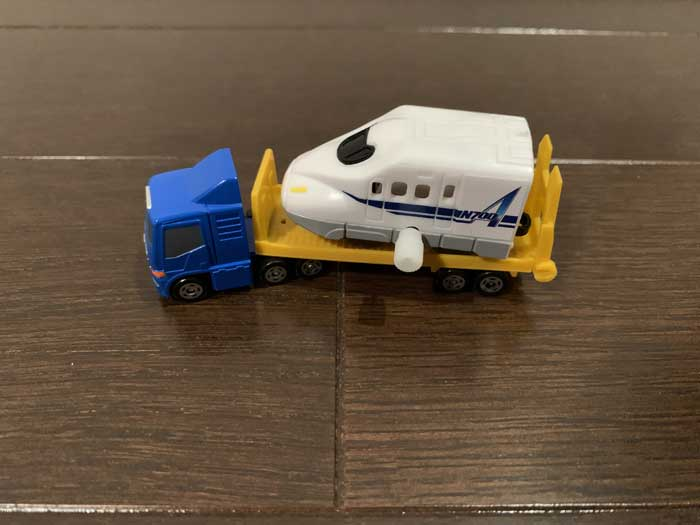 カプセルプラレールを載せたポケットトミカトレーラー