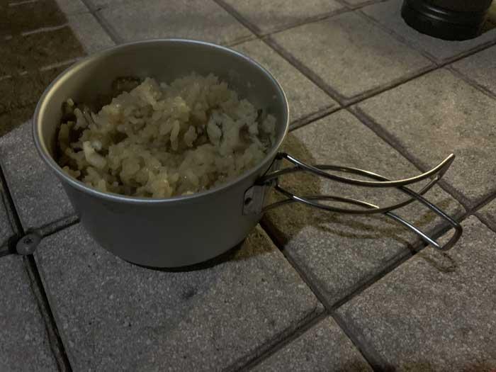 炊きあがったガシラの炊き込みご飯